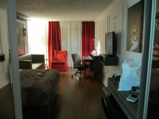 Hotel Plaza Quebec: Vue a l'entrée de la chambre