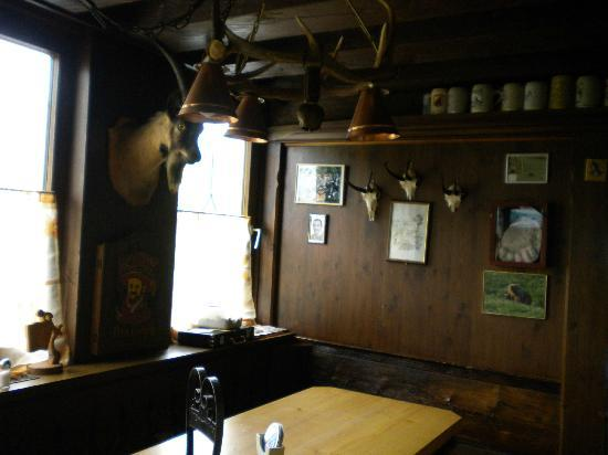 Tennissportparadies Grainau-Zugspitze: Inside Zugspitze Hotel Bar