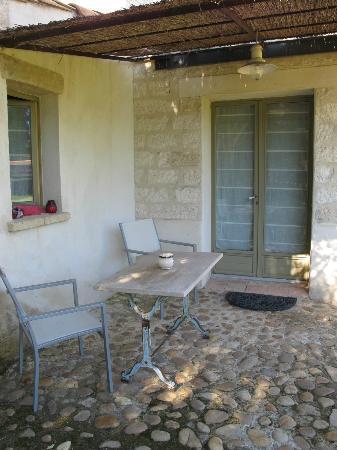 Au Relais Saint Georges: patio camera Coccinelles