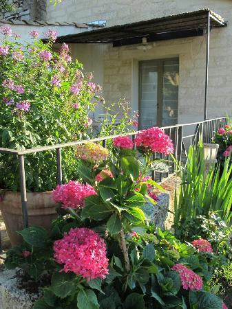 Au Relais Saint Georges: patio
