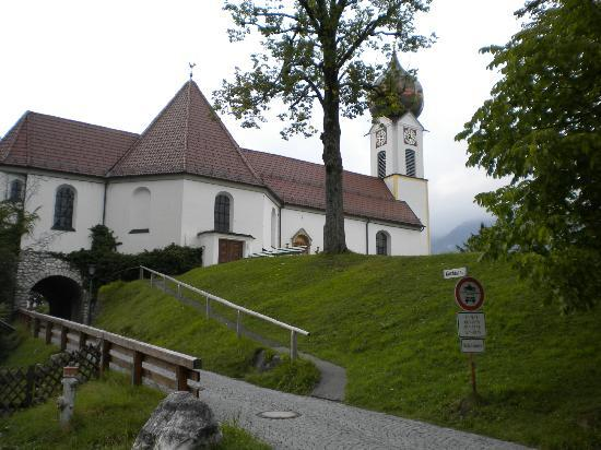 Tennissportparadies Grainau-Zugspitze: Side view of Church in Grainau