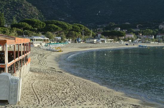 Astria Beach La Falaise : Beach is 300m from hotel
