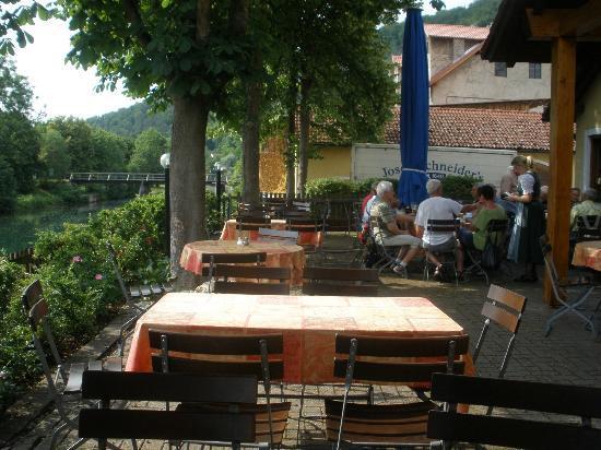 Brauereigasthof Schneider: Outdoor deck