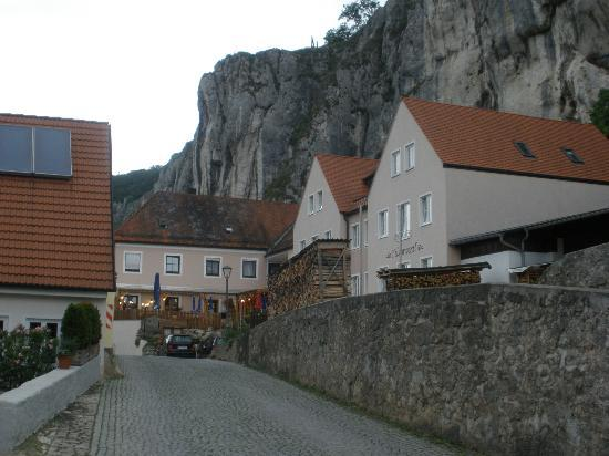 Brauereigasthof Schneider: Village street