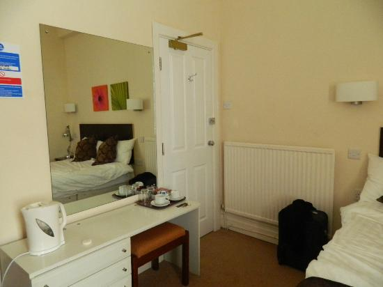 The Glengower: Room - view 1