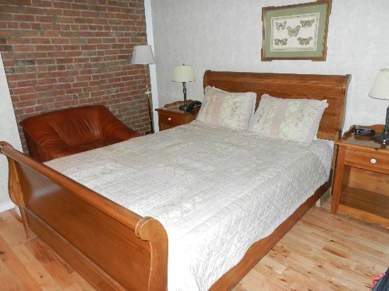 أوبيرج لو جاردين دانطوان: Bedroom