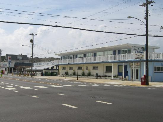 Surf 16 Motel : Front of building 2011