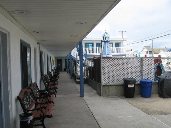 Surf 16 Motel: !6th st. Lower deck