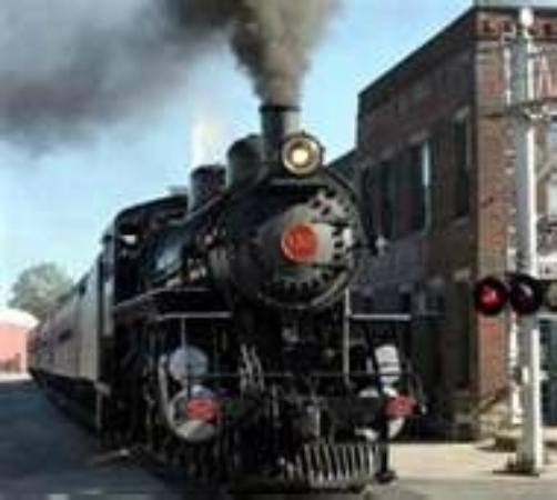 Comfort Inn: Train museum
