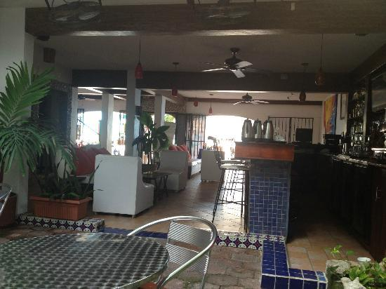 Flamingo Hotel : bar area with great mixed drinks and mexican beer