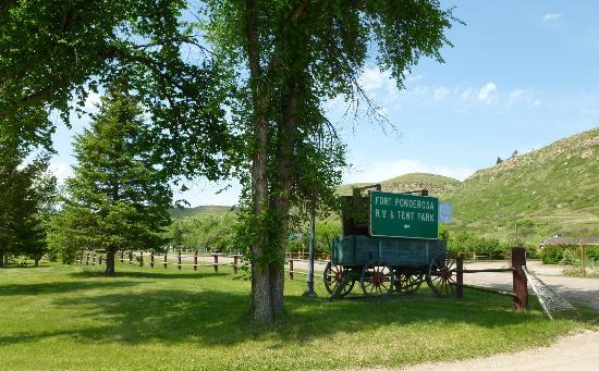 Fort Ponderosa Campground: Entrance