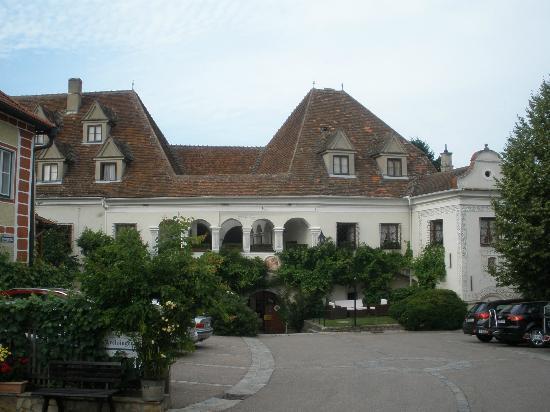 """Renaissancehotel """"Raffelsberger Hof"""": Front view"""