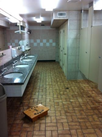 Barrie KOA Campground: ladies washroom