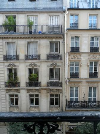 Hotel Paris Bruxelles: View from our 3rd-floor window