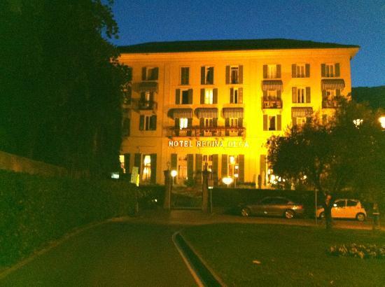 Regina Olga Hotel: View of hotel facing the lake.