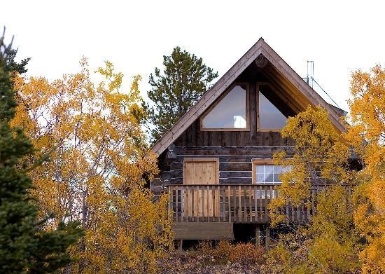 Sky High Wilderness Ranch: Traditional Yukon Style cabins and lodge