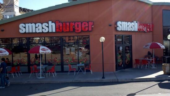 Smashburger : Front view