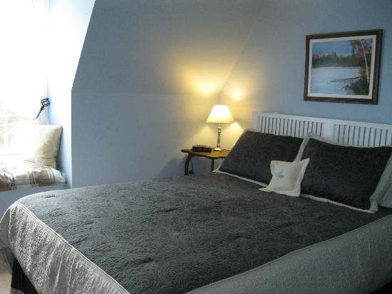 Little York Bed & Breakfast: The Loft - Queen Bedroom