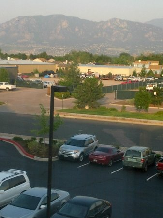 Hilton Garden Inn Colorado Springs Airport: View of the mountains, smoky from western fires, taken from my room