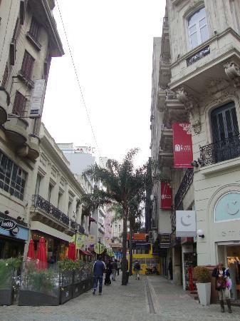 Hotel Plaza Fuerte: Caminho para Sarandí e Mercado