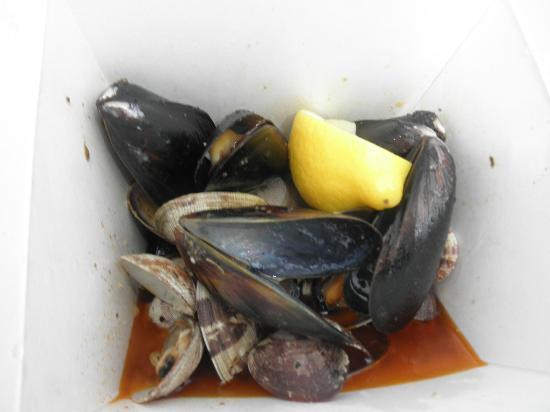 The Fish Store at Fisherman's Wharf: steamed mussels and clams