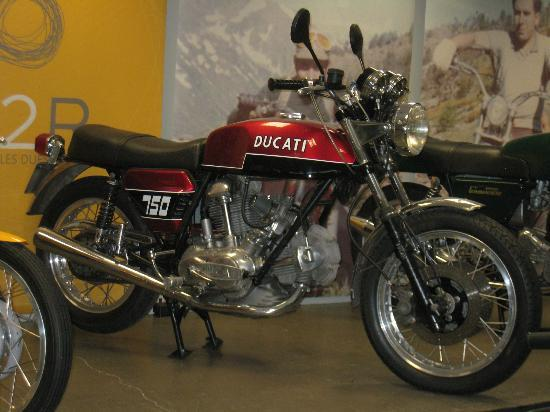 "Museo de la Moto: 70's cool - this is a ""real man's"" Ducati"