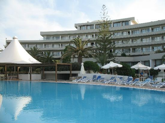Agapi Beach Hotel: Pool close to main building