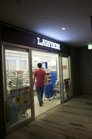 Hotel Sunroute Ariake: Lawson store, can buy yummy yet affordable food!
