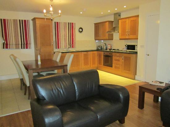 Cordia Serviced Apartments: Kitchen