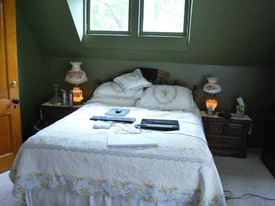Gardiner Guest House B&B: Wonderfully comfortable queen size bed