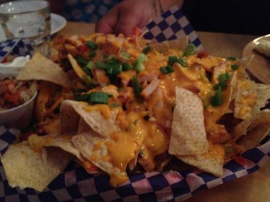 Fire Pit BBQ Smokehouse : nachos with smoked chicken
