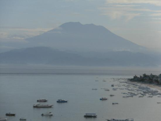 Batu Karang Lembongan Resort & Day Spa: View from our courtyard