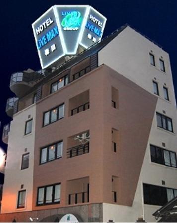 โรงแรมไลฟ์แม็กซ์ อุเมดะ