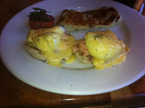 Callahan's Mountain Lodge: Salmon Benedict with Potato Pancake
