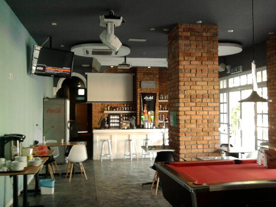 Reggae Penang Love Lane Hostel: first floor-breakfast area w/pool