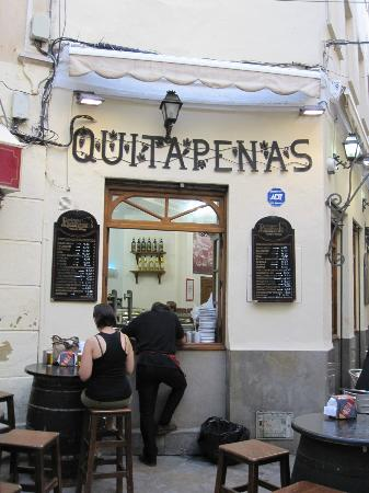 Bodegas Quitapenas: This little fave is next to a florist