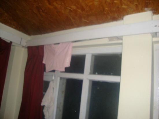 Kalinga Intercontinental: terrible quality of windows and fixtures