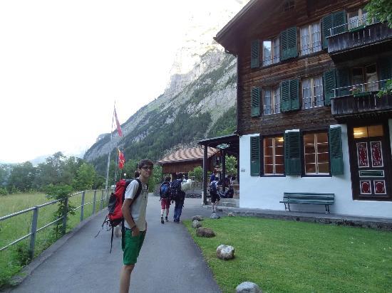 The Alpenhof: Bei unserer Ankunft: Der Alpenhof von aussen