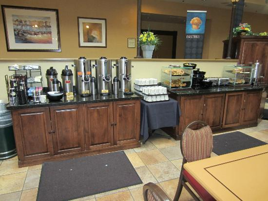 Embassy Suites by Hilton Portland Washington Square: Breakfast area