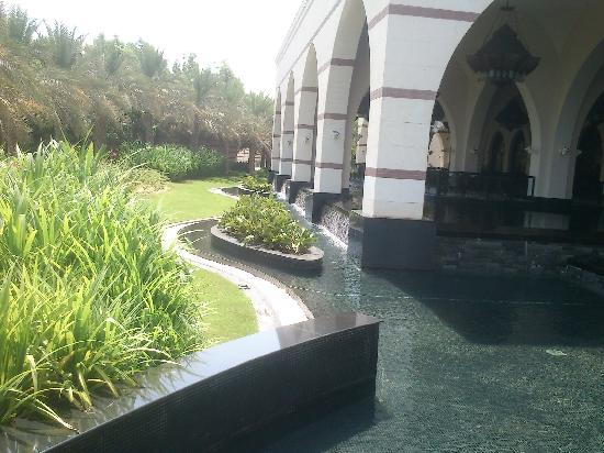 Jumeirah Zabeel Saray: One of the many nice water features
