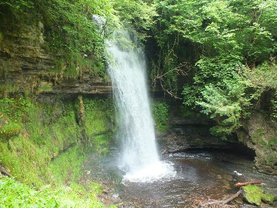 The Rose of Innisfree Tour Boat : Glencar Waterfalls