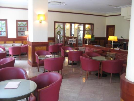 ثيرماي بلاتيستومو ريزورت آند سبا: breakfast and dinner area.Very nice