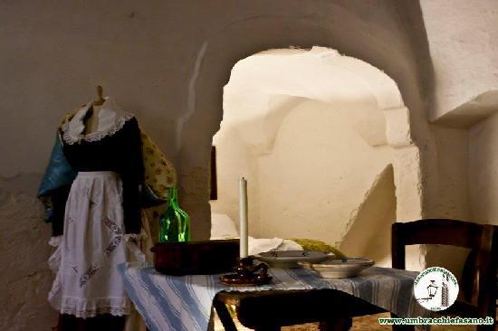 Museo della Casa alla Fasanese: L'arco dell'alcova, la camera da letto dei genitori