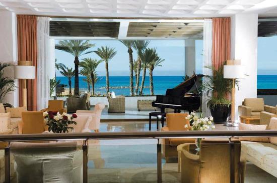 Constantinou Bros Pioneer Beach Hotel: Pioneer Beach Hotel - Lobby