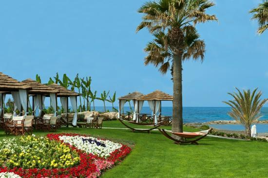 TUI SENSIMAR Pioneer Beach Hotel by Constantinou Bros: Pioneer Beach Hotel - Cabanas by the Beach