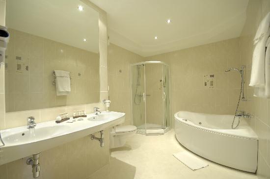 Qubus Hotel Gliwice: Bathroom