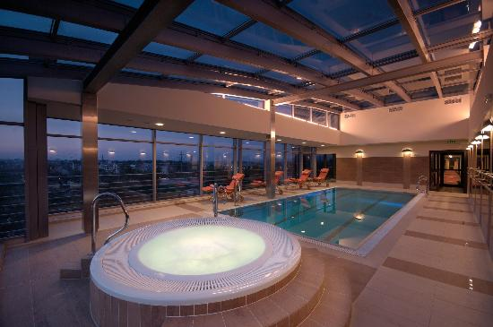 Qubus Hotel Krakow: Jacuzzi and swimming pool