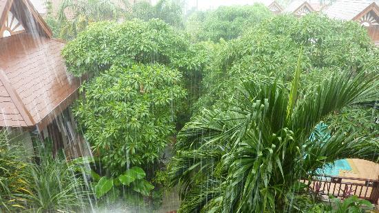 Kanok Buri Resort: auch bei Regen sehr schön