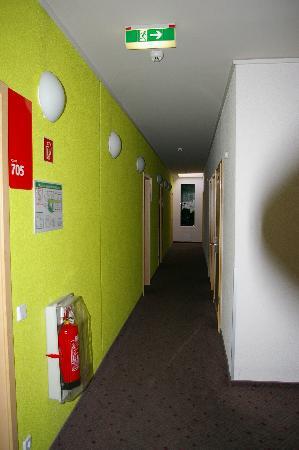 MEININGER Hotel Berlin Alexanderplatz: Corridor