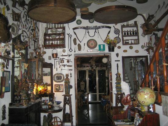 Hotel Oriente : 1000 oggetti.....